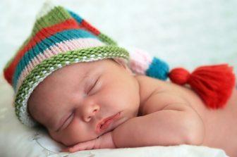 Tönkölyhéj párna bébi henger 100x10 cm (újszülöttnek) + ajándék pamut huzat